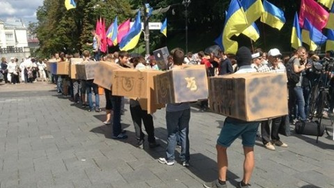"Flashmob against ""Ukrainian railway"" policy in front of the Cabinet of the Ministry of Ukraine"