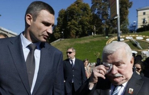Lech Wałęsa visits Ukraine and pays tribute to the fallen and the wounded