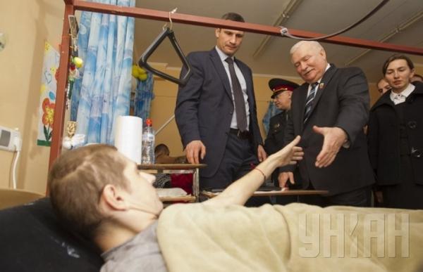 empr-ukraine-walesa-05.10-2