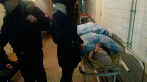 People of Mariupol self-organize to help the injured, defend their city