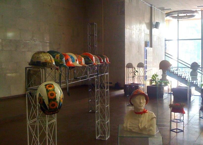 4.8.-euromaidanpr-helmets-1