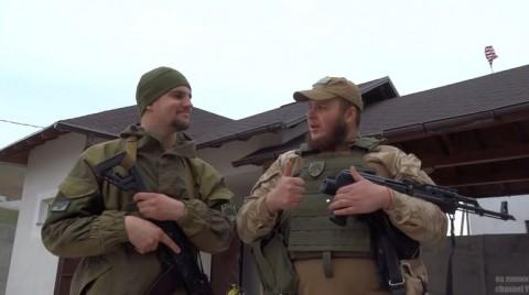 """Ashton Kutcher"" and ""Thomas Miller"" raise U.S. flag in eastern Ukraine (VIDEO)"