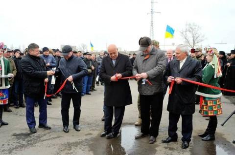 Между Северодонецком и Рубежным восстановили разрушенный боевиками мост