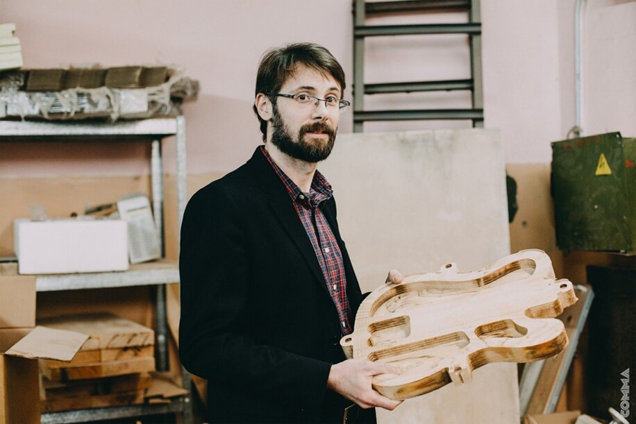 Beautiful world of Ukrainian-made guitars Sergey Semenov a musician owner of a guitar shop and a founder of Woodstock Guitars company tells about manufacture of electrical guitars in Ukraine