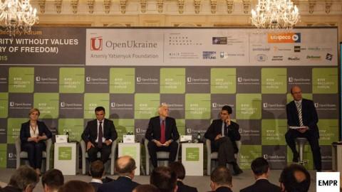Czy USA wystarczająco wspierają Ukrainę? Dyskusja na Kijowskim Forum Bezpieczeństwa