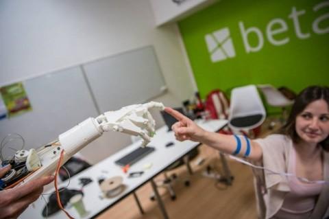 Три прототипа роботизированной руки были созданы во Львове (Видео)