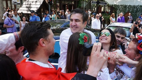 Cheerful crowd, vyshyvankas and Saakashvili