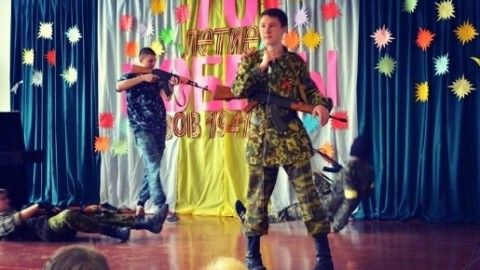 W szkole miasta Donieck dzieciom pokazały, jak zabijać Ukraińców (zdjęcia)