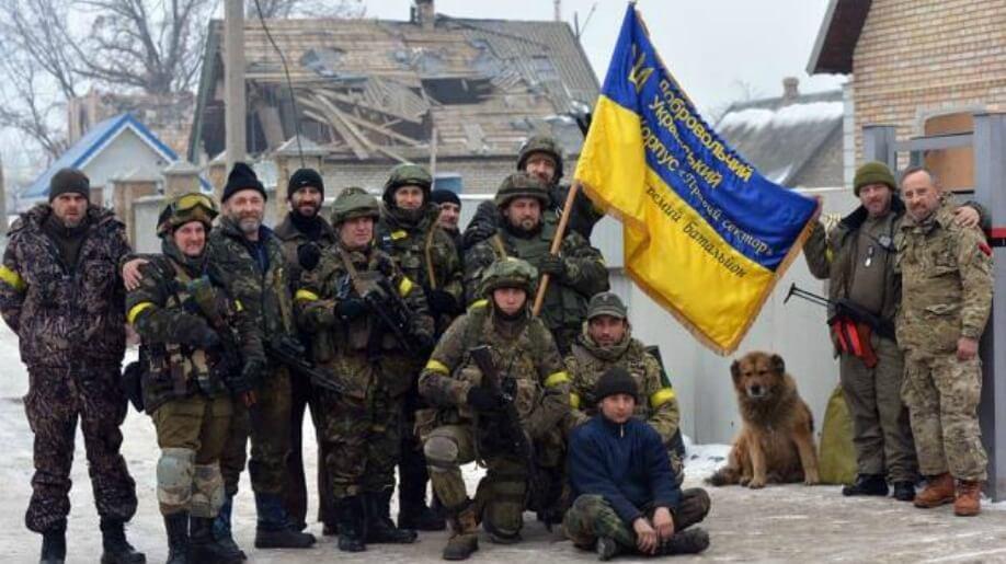 Le gouvernement ukrainien face à Secteur droit qui déstabilise la situation et pourquoi Ce n'est pas un secret que le gouvernement ukrainien n'a jamais été enthousiasmeé par le développement des bataillons de volontaires