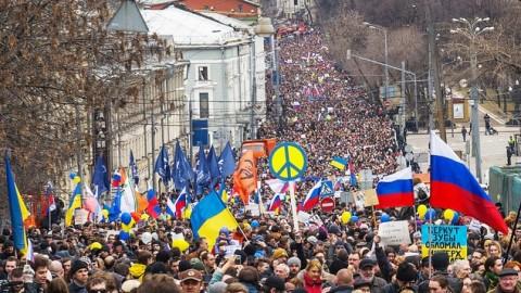 Ukraine's Russian true friends collect money for Ukrainian army