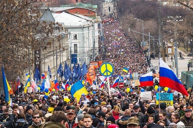 """Марш """"За мир"""" в Москве, фотография Ильи Варламова"""