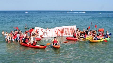 Одесса вместе с Дарреном Аронофски присоединилась к протесту против компании Shell