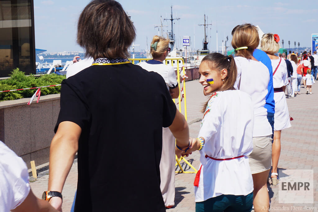 empr.media-ukraine-odesa-Vyshyvanka_chain_2015-14