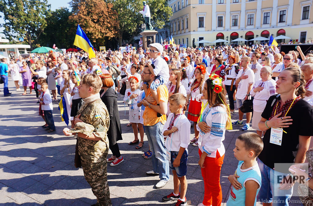 To mark the new record and the Independence Day of Ukraine, participants sang the national anthem