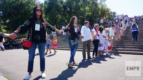 From Duke to the sea and back: Odessa sets up vyshyvanka record