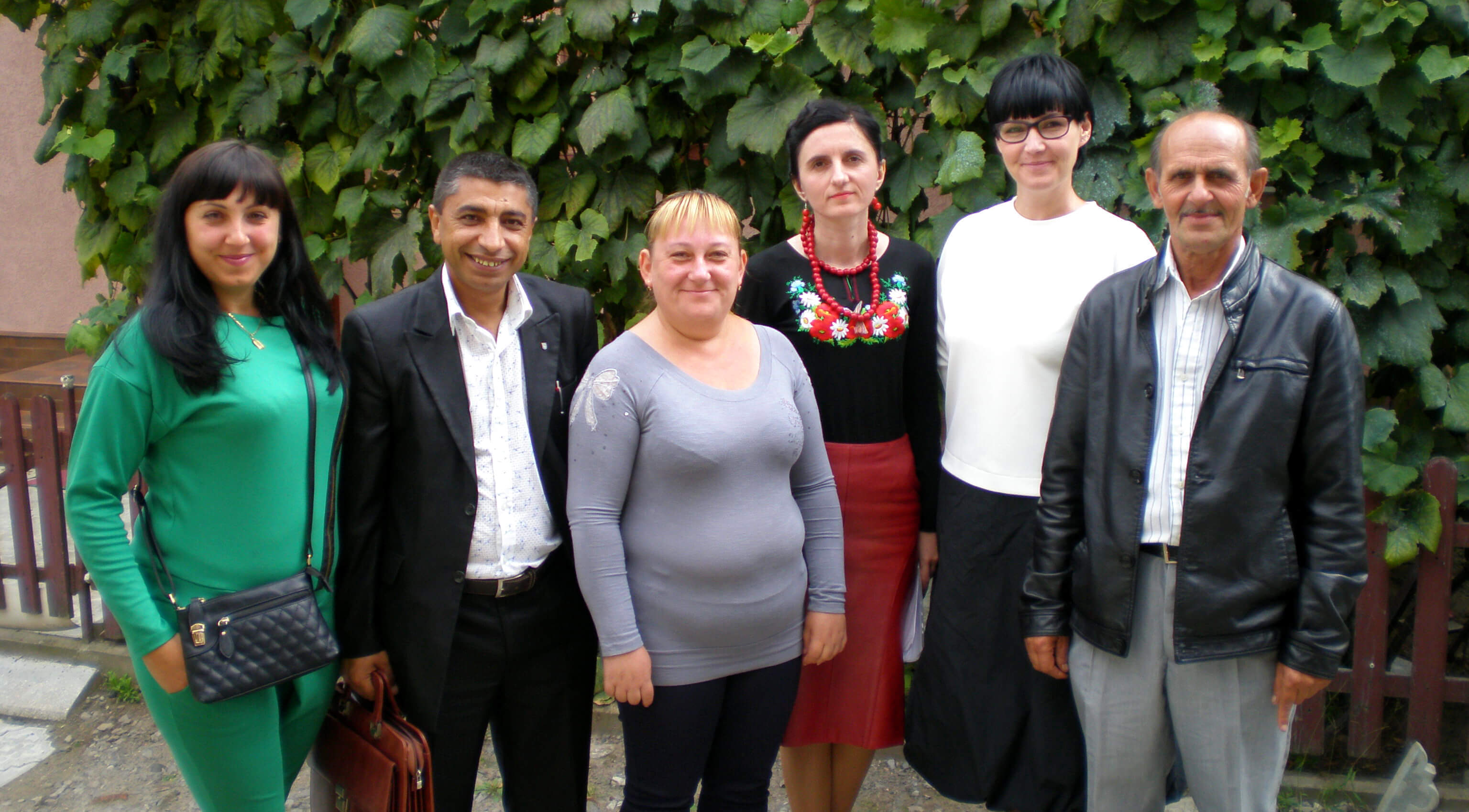 EMPR meets leaders of Mukacheve Roma community and human rights defenders: /from left to right/ Renata Balog, Andriy Gorvat, Georgina Pfeifer, Iryna Lysnychka, Natalia Kozyr, Dezyderiy Kondi. EMPR photo