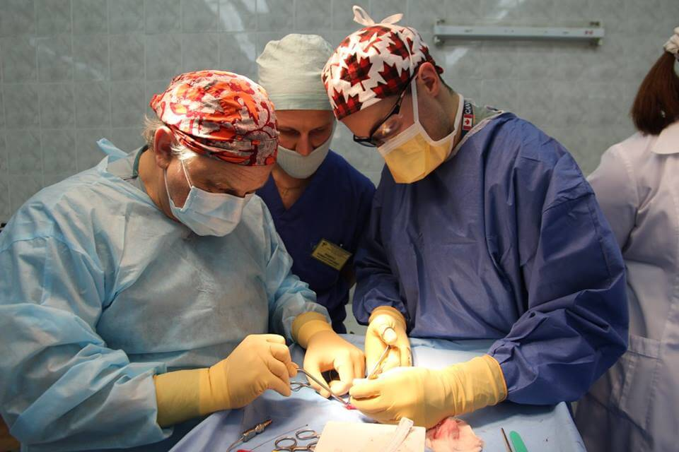 Team of Canadian medics conducting reconstructive surgery at Kyiv hospital. Photo credit: https://www.facebook.com/cufoundation