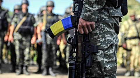 Ukrainian nation is set on keeping up armed resistance, while the political elite have decided to discontinue fighting the war