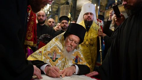 Ukrainian Orthodox Church becomes independent