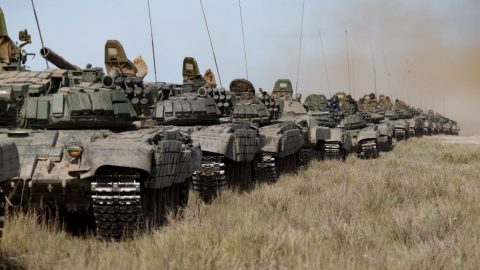 Russia is pulling armored groups close to the border with Ukraine: Important facts