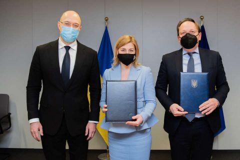 Ukraine and EU strike deal to train Ukraine's civil servants