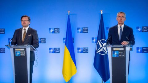 NATO supports Ukraine and calls Russia to de-escalate the situation