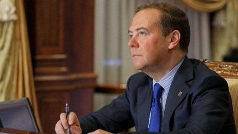 """For whom Medvedev """"sings""""?"""